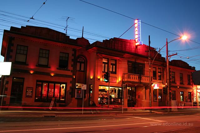 Quarry Hotel Melbourne Neon Adonline Id Au